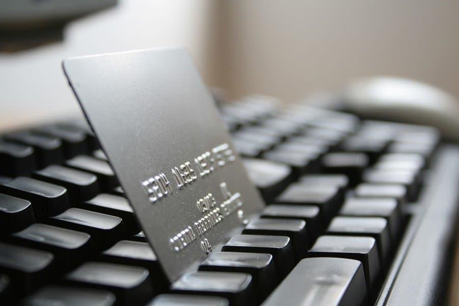 هل استخدام المدفوعات الالكترونية رفاهية؟
