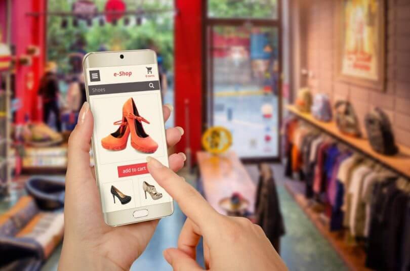 قائمة بأسماء أفضل متاجر إلكترونية أمريكية لبيع الملابس